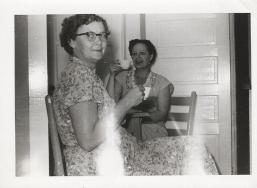 Mama & Sarah (800x588)